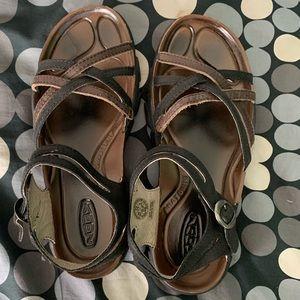 Keen Naples sandals 8.5